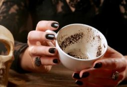 kahve falinda bogazini sikmak 255x175 - Boğazını Sıkmak