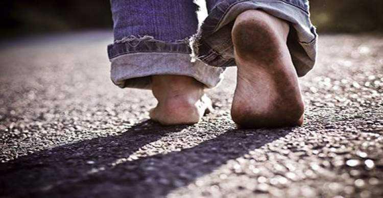 ruyada yalin ayak yurumek - Rüyada yalın ayak yürüdüğünü görmek